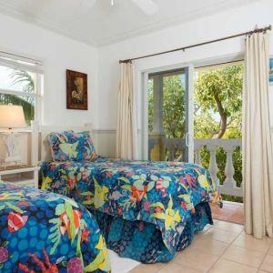 Emerald-Shores-Guesthouse-Upper-Level-East-Bedroom